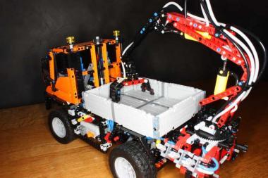 LEGO® Technic Unimog U400